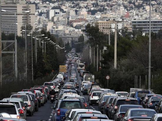 Ministra das Finanças diz que emigração pode trazer benefícios, nomeadamente ao nível do trânsito