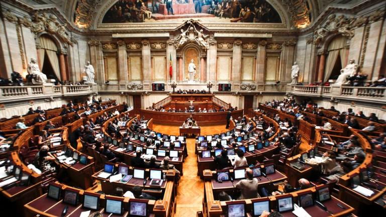Parlamento passou a usar emojis: Orçamento foi aprovado com 😂 do PS, 😉 do BE, PCP, PAN,PEV e Joacine, e 😡 do PSD, CDS, Chega e IL