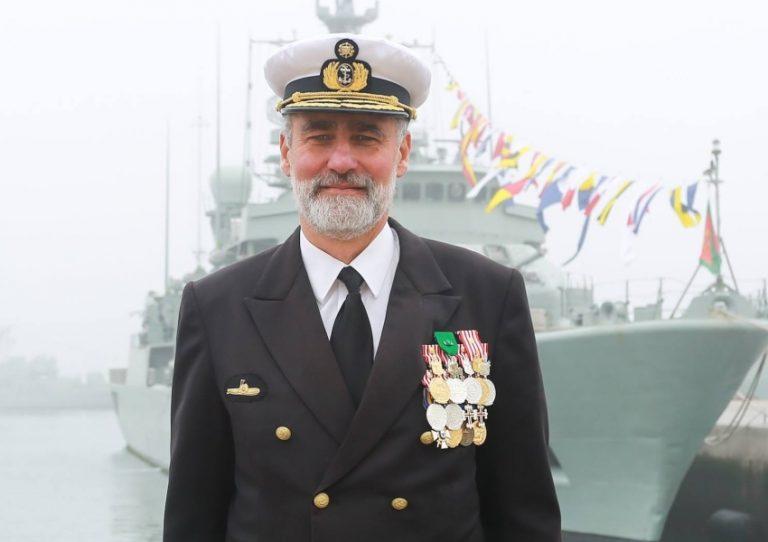 É o tema mais escolhido: Sem task force nem guerra em curso, vice-almirante está a fazer festas para crianças